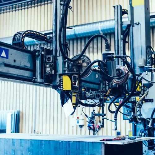Automatisierte Schweißmaschine. Metall-Aktivgas. Fabrik